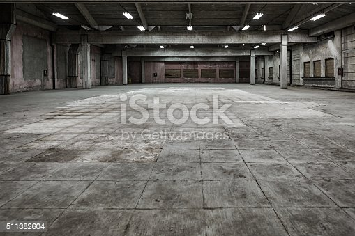 istock Grunge hall of abandoned factory 511382604