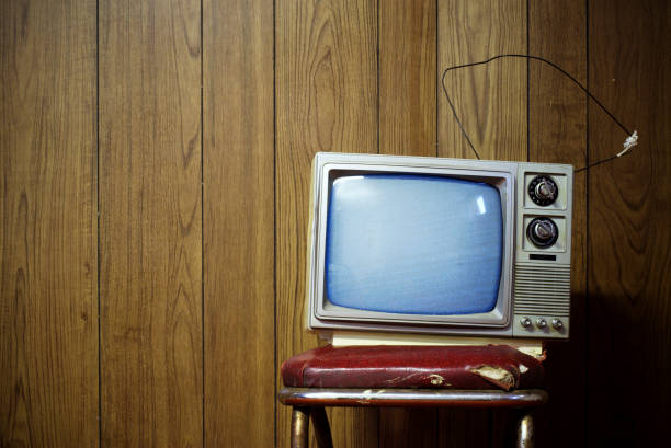 Grunge tv An old black and white TV  portable television stock pictures, royalty-free photos & images