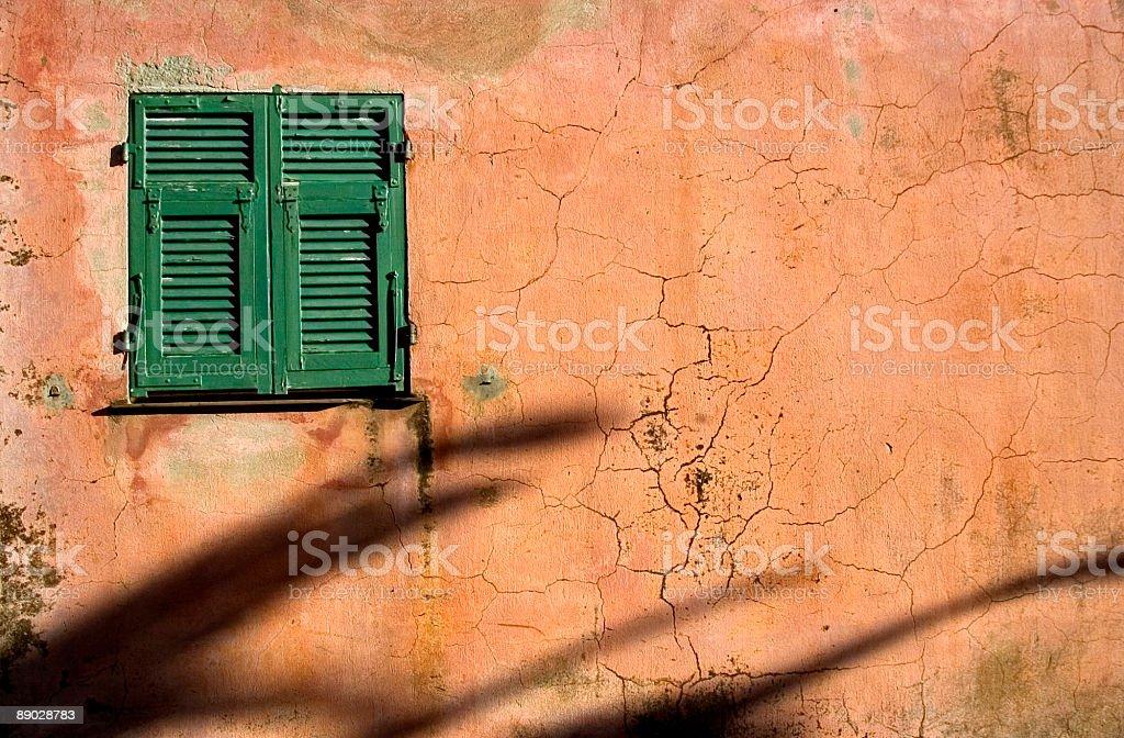 Mur de Grunge fenêtre photo libre de droits