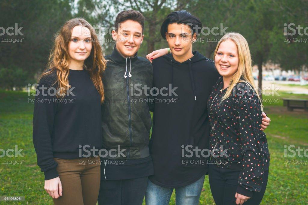 Grupo de adolescentes stock photo