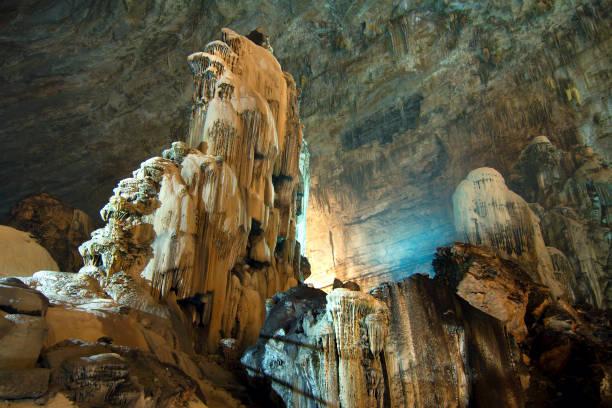 cacahuamilpa, mexiko - 2010: grutas de cacahuamilpa (cacahuamilpa grottorna) är ett av de största grottsystem i världen. - stalagmit bildbanksfoton och bilder