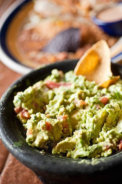 Guacamole en un restaurante mexicano - foto de stock