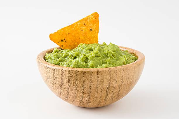 guacamole in a wooden bowl and nacho - guacamole - fotografias e filmes do acervo