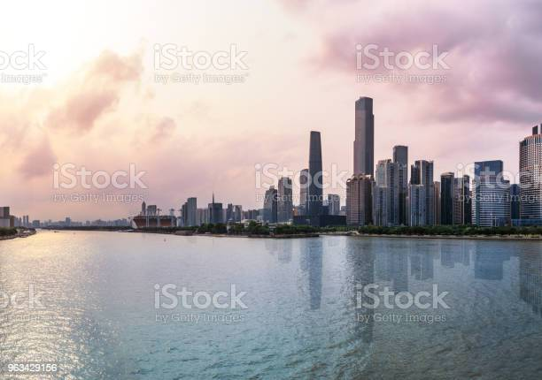 Panorama Miasta Guangzhou Na Rzece Zhujiang O Zachodzie Słońca - zdjęcia stockowe i więcej obrazów Architektura