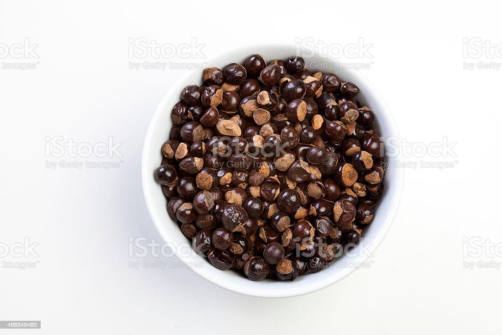 guaraná em grãos em tigela royalty-free stock photo