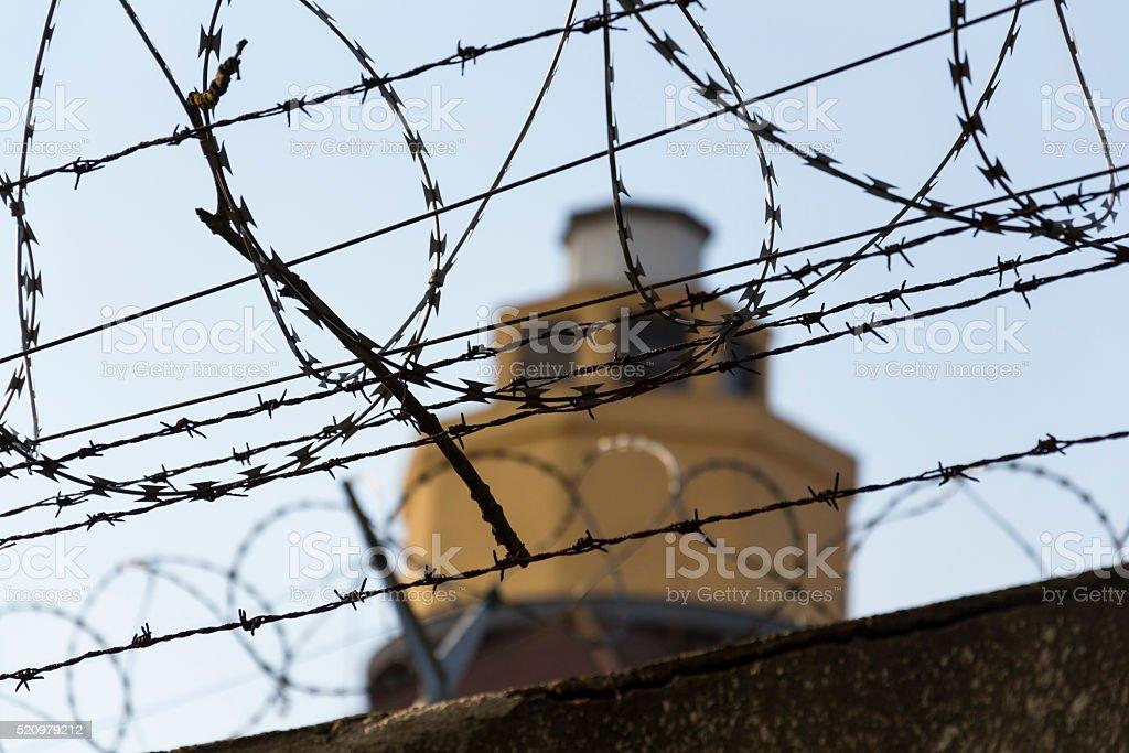 Absicherung Turm Hinter Stacheldraht Zaun In Gefängnis Wände ...
