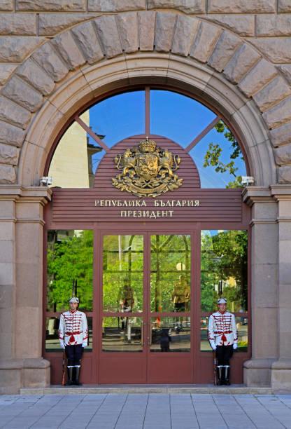 guards in front of the presidency building - кандидат на пост президента стоковые фото и изображения