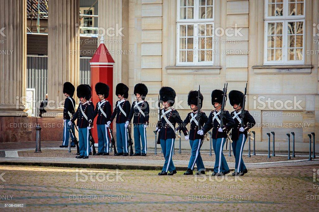 ガードの 名誉 にコペンハーゲン - アマリエンボー宮殿のロイヤリティフリーストックフォト
