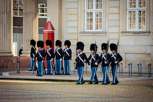 ガードの 名誉 にコペンハーゲン - アマリエンボー宮殿のストックフォトや画像を多数ご用意