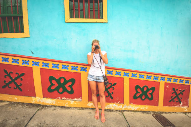 turismo en guatapé - viaje a sudamérica fotografías e imágenes de stock