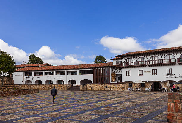 guatavita, colombia - municipal offices; colonial style architecture - colombia land stockfoto's en -beelden