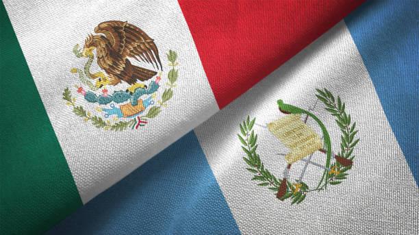 Guatemala y México dos banderas juntas textil tela textura de la tela - foto de stock