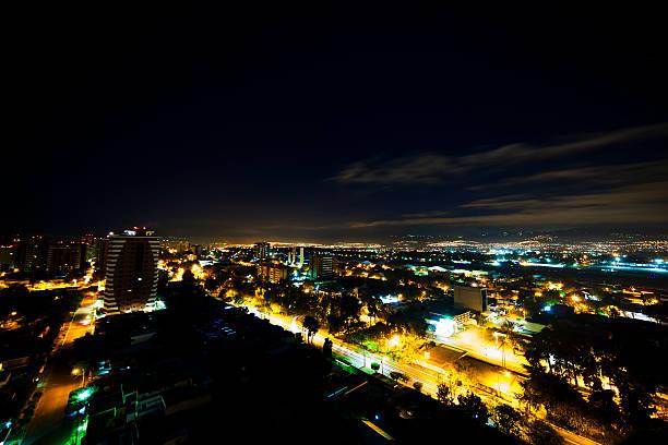 guatemala-stadt bei nacht - guatemala stadt stock-fotos und bilder