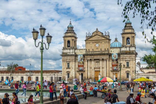 guatemala-stadt-metropolitan-kathedrale am plaza de la constitución (platz der verfassung) guatemala-stadt, guatemala - guatemala stadt stock-fotos und bilder
