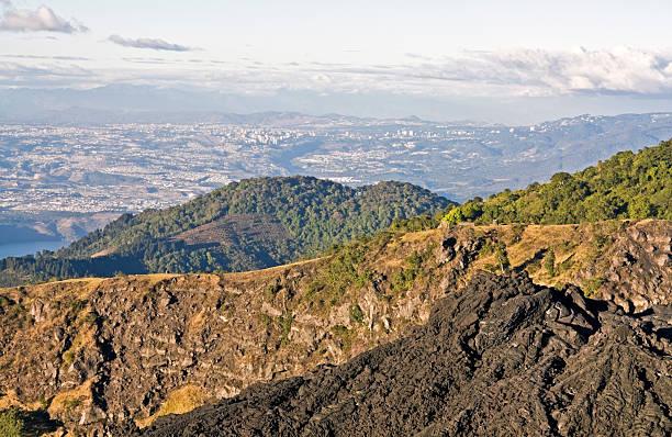 guatemala city aus pacaya-vulkan - guatemala stadt stock-fotos und bilder