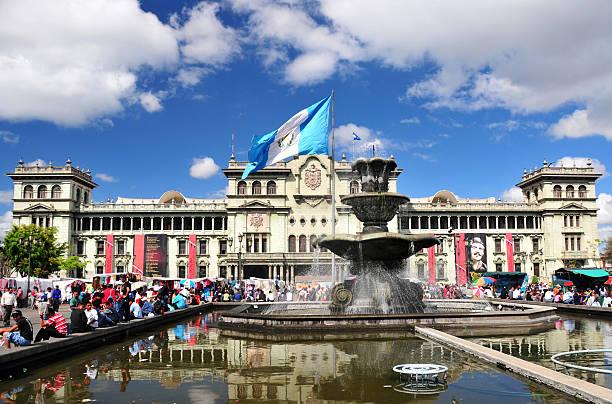 guatemala city: der central square - guatemala stadt stock-fotos und bilder