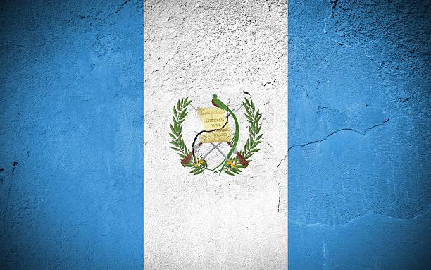 Paredes agrietadas bandera de Guatemala en - foto de stock