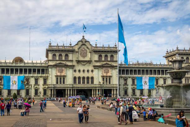 guatemala nationalpalast am plaza de la constitución (platz der verfassung) guatemala-stadt, guatemala - guatemala stadt stock-fotos und bilder