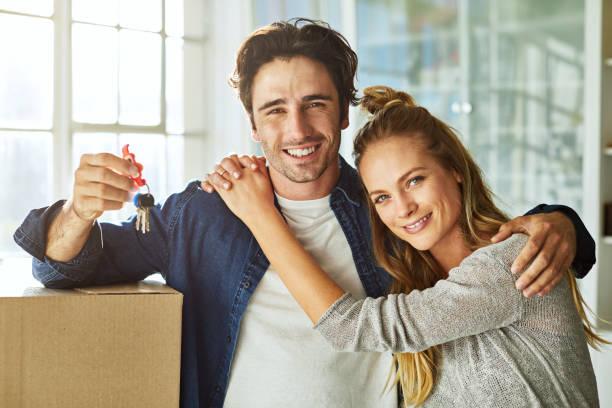 Ratet mal, wer offiziell Hausbesitzer? – Foto