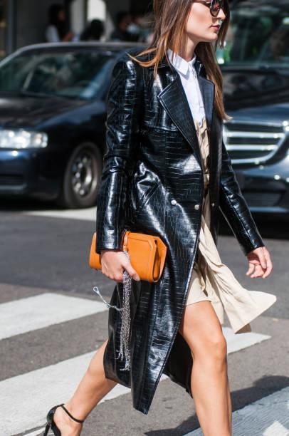 gast bijwonen modeshow tijdens de milan fashion week september 2017 - street style stockfoto's en -beelden