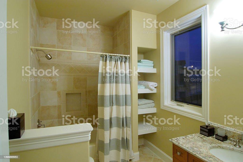 Banheiro do quarto - foto de acervo