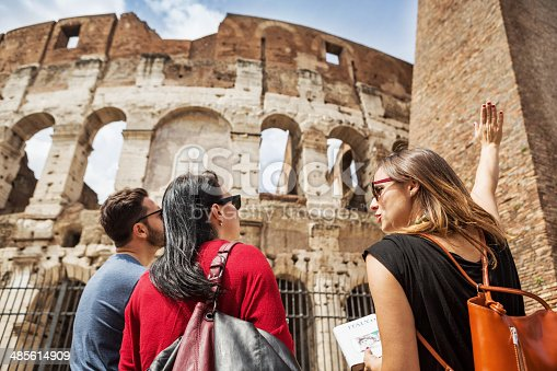 istock Guide explaining to tourists the Coliseum of Rome 485614909