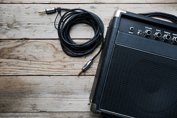 Guitar amplifier and guitar on wood table圖像檔
