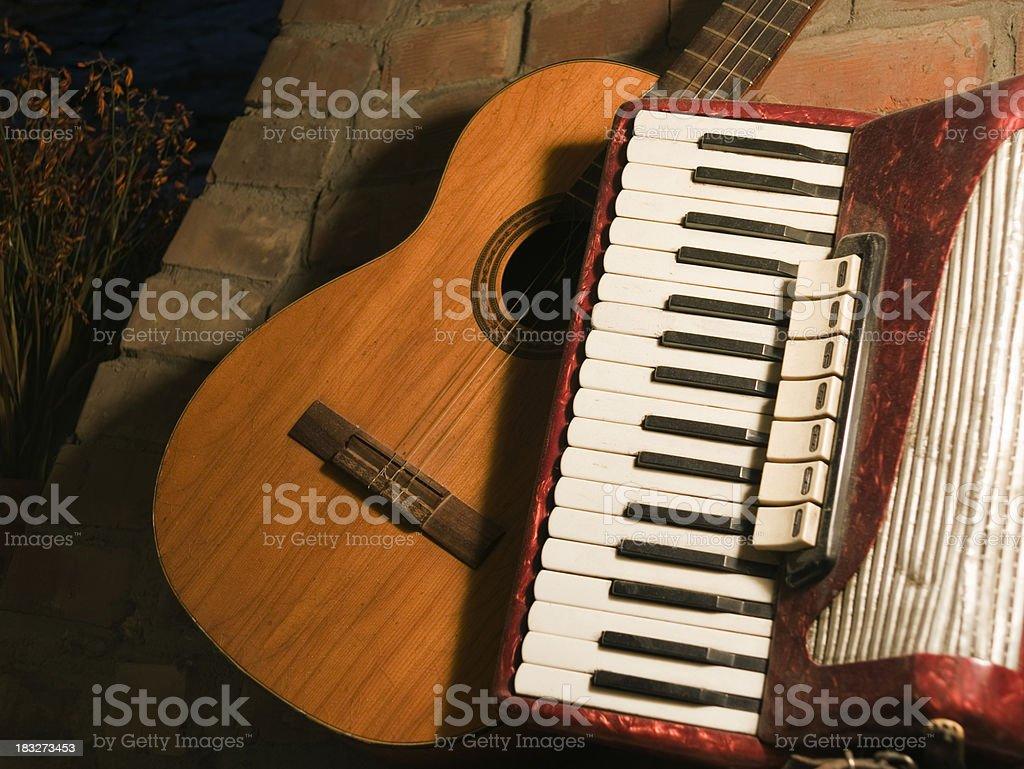 Gitarre und acordion – Foto