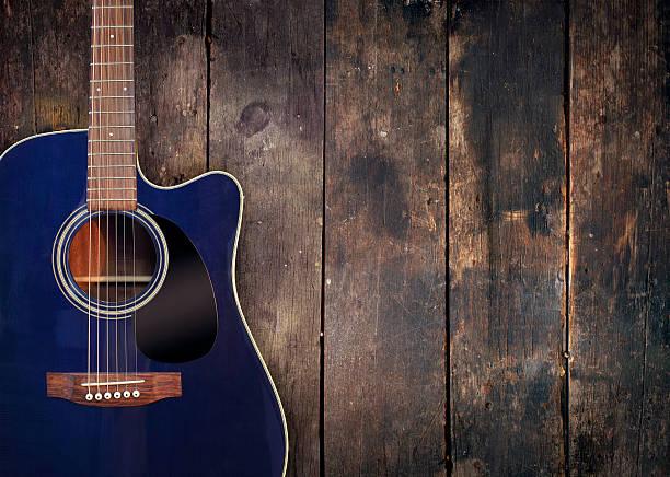 gitarre und holz hintergrund - blues stock-fotos und bilder
