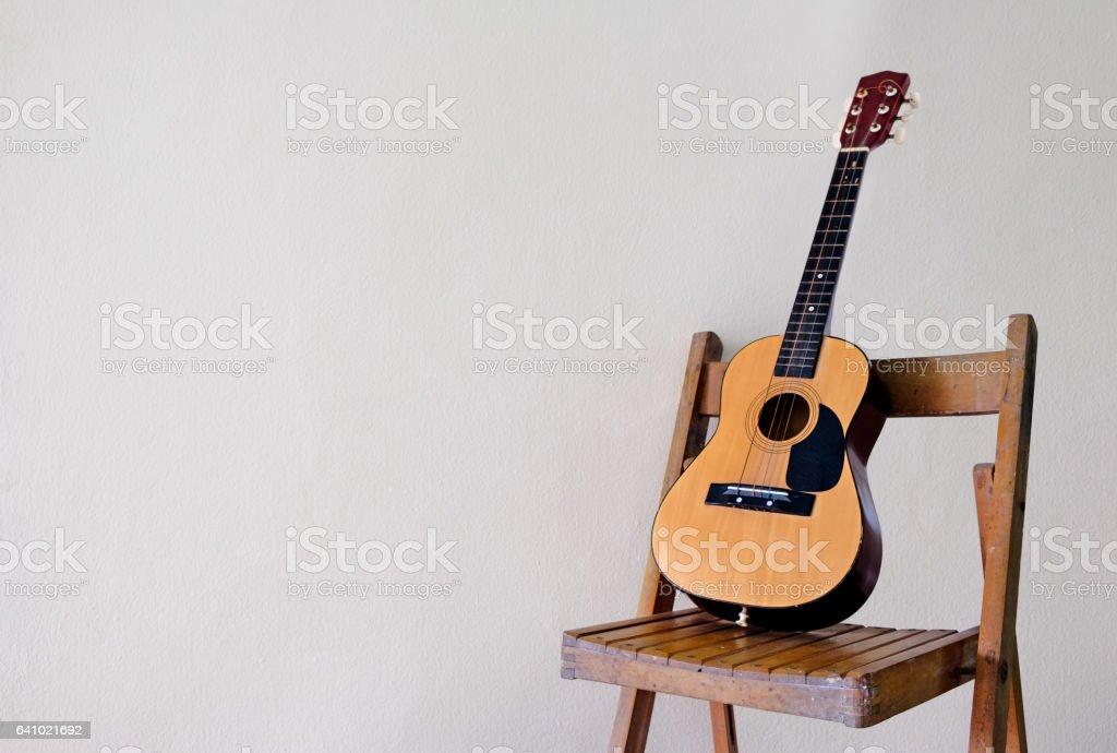 Fotografía de Guitarra Clásica En La Silla Música Pop Jazz y más ...