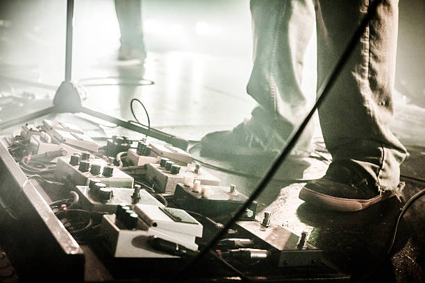 Guitar Pedals on stage with live band performing圖像檔