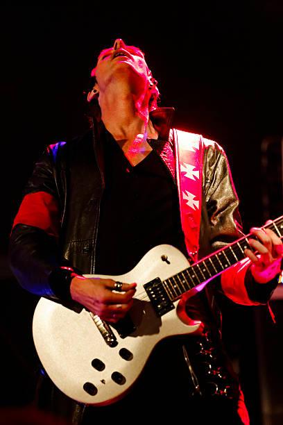 guitar player - double_p stockfoto's en -beelden