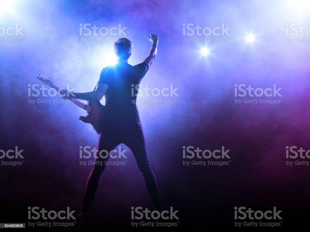 Guitarrista no palco - foto de acervo
