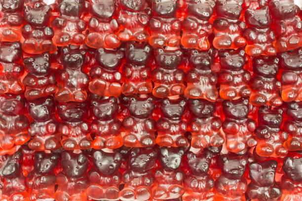 gummibärchen - roter holunder stock-fotos und bilder