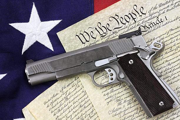 gun and constitution - 鎗 個照片及圖片檔
