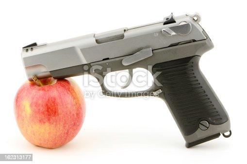 istock Gun Apple 162313177