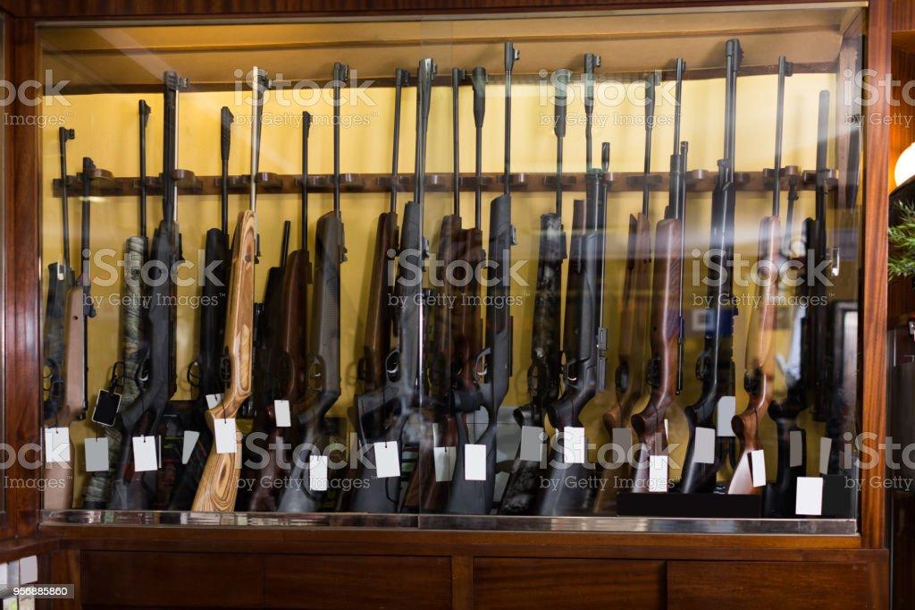 Gun Shop Interieur Mit Gewehren Stock Fotografie Und Mehr Bilder Von
