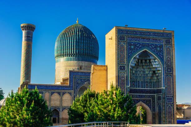 guri amir, een mausoleum van de aziatische veroveraar timur in samarkand - mausoleum stockfoto's en -beelden
