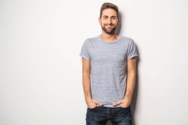 een jongen in de studio witte achtergrond, grote op zoek - mid volwassen stockfoto's en -beelden