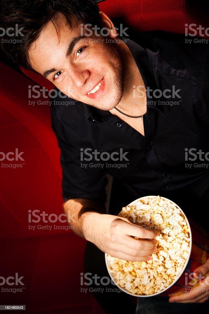 guy en la sala de cine foto de stock libre de derechos