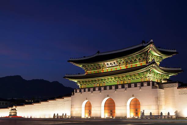 gwanghwamun gate in seoul, south korea - carolinemaryan stock pictures, royalty-free photos & images