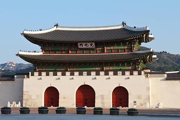 gwanghwamun gate - carolinemaryan stock pictures, royalty-free photos & images