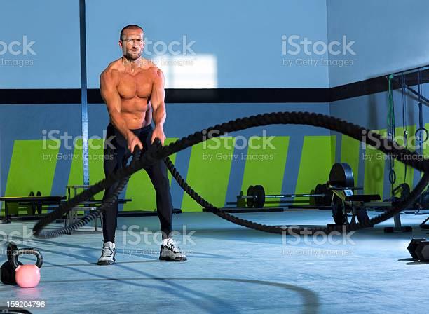 Cuerdas En Un Gimnasio Crossfit Haciendo Ejercicios De Ejercicio Foto de stock y más banco de imágenes de Cuerda