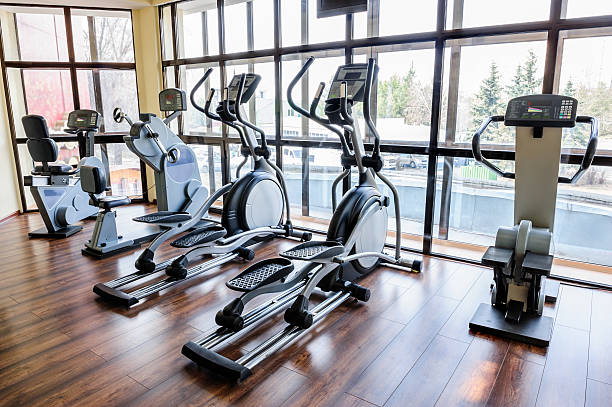 Gym interior with many treadmill machines Set of treadmills staying in line in the gym exercise machine stock pictures, royalty-free photos & images