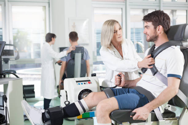 gym physiatric rehabilitation - sports medicine stock pictures, royalty-free photos & images
