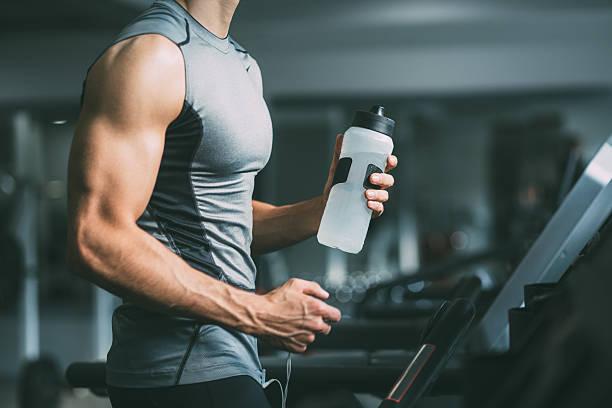 el gimnasio  - músculo humano fotografías e imágenes de stock