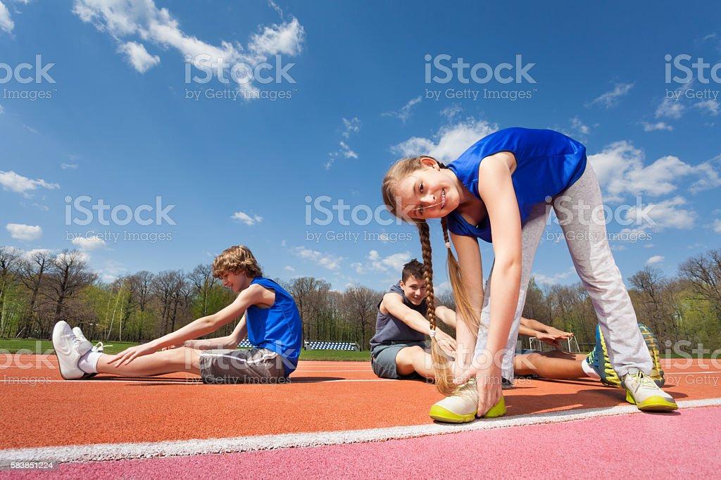Gymnastik im Freien auf dem Stadion - Lizenzfrei Aerobic Stock-Foto