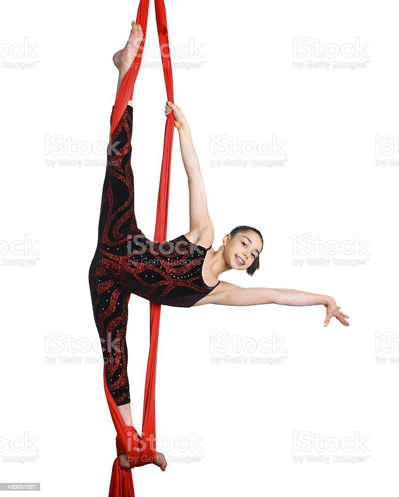 Chica gymnastic ejercicio en rojo tela de cuerda - foto de stock