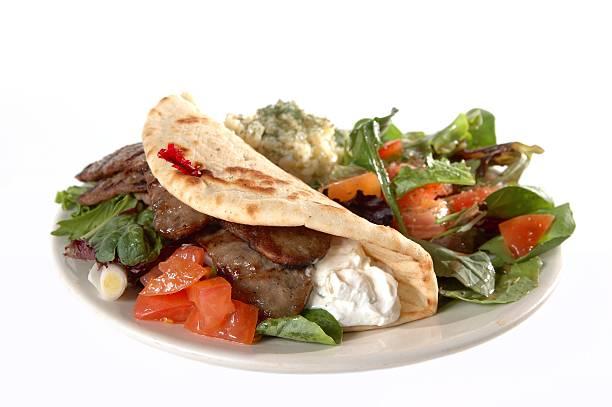 gyro - griechischer couscous salat stock-fotos und bilder