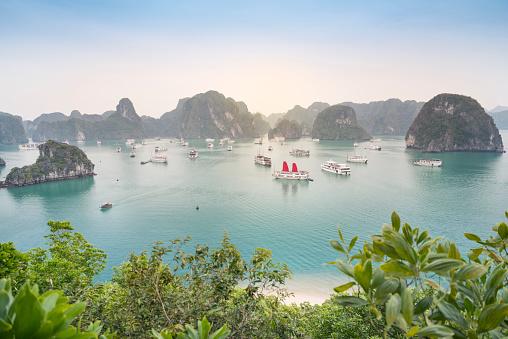 Ha long Bay, Vietnam - Beautiful Sunrise